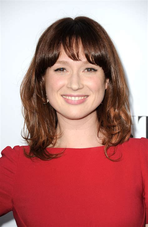 ellie kemper might need to steal her hair color lovely ellie kemper medium wavy cut with bangs shoulder length