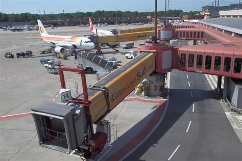 flughafen zubringer br 252 cke f 252 r flugzeuge 252 ber zubringer zum flugplatz