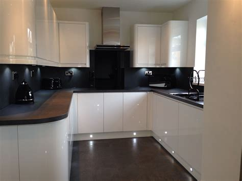 Kitchen Design Howdens Our New Kitchen Handless White Gloss Grey Slate Bench