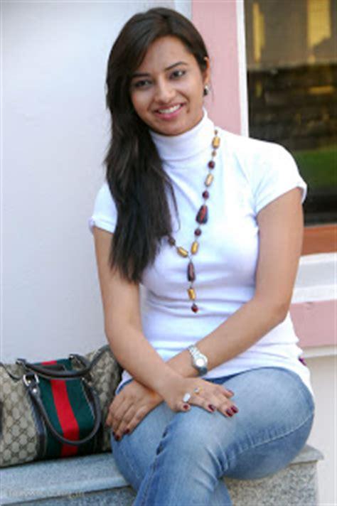 prema dadayama main actress isha chawla photos prema kavali press meet