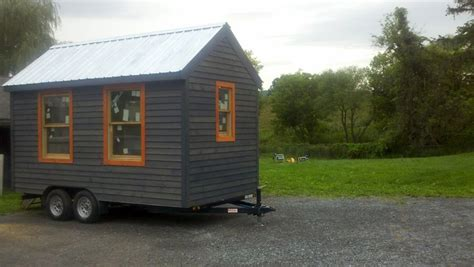 Small House For Rent In New York Tiny House Nyc Artist Turns Manholes And A Tiny House Into
