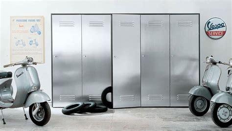 armadi garage armadio con ante in acciaio per garage e palestre idfdesign