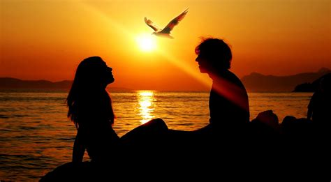 wallpaper sunset couple romantic couple sunset wallpaper 2048x1152