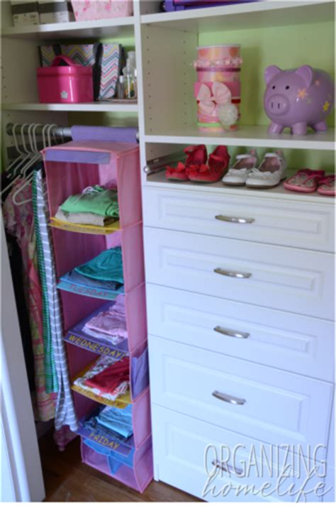 how to organize clothes in closet