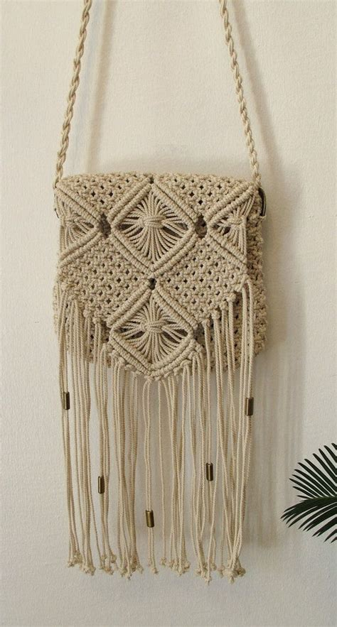 Macrame Bags Tutorials - diy macrame bag fringe tutorial craftbnb