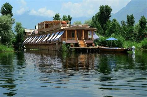 house boat of kashmir sukoon houseboat srinagar kashmir b b reviews photos