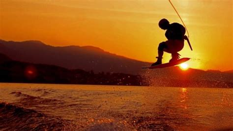 Essential Wakeboarding Tips for Beginners