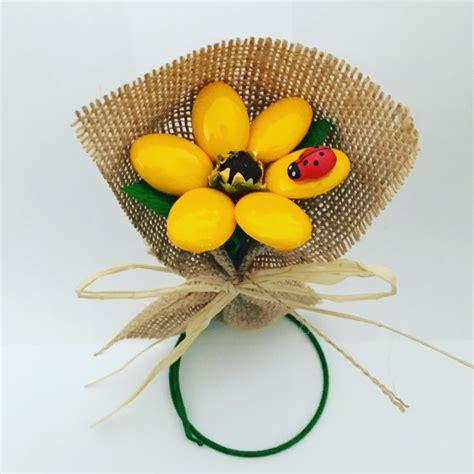 confetti in fiore composizione girasole rustico confetti in fiore snc