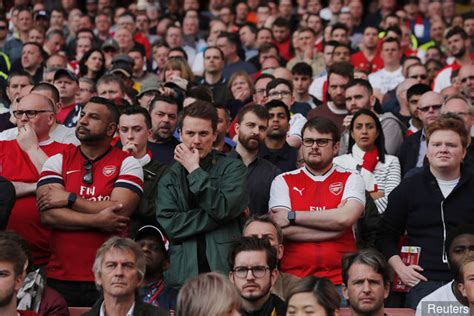 arsenal fans tottenham fans slam embarrassing arsenal supporters on twitter