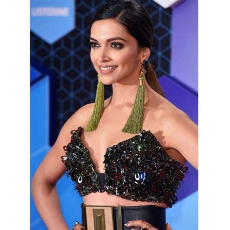 deepika padukone earrings deepika padukone to sonam kapoor everyone is wearing