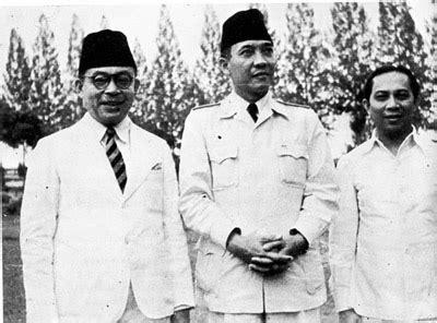 Baju Renan mempertegas kedaulatan indonesia kumpulan pikiran