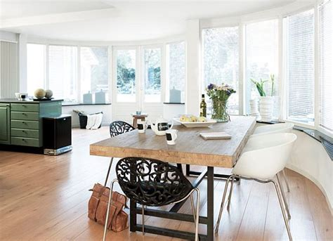 back to 17 kitchen tables with subtle charm
