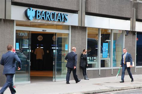 barkely bank barclays is leading with ibeacon to improve in branch