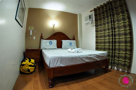 tagaytay budget rooms cheap hotel in tagaytay apartelle badudets everything