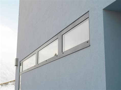 haustür aus kunststoff oder aluminium fenster aus aluminium stahl oder kunststoff