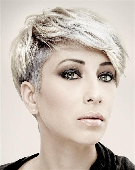 short hairstyles for women oval face shapes0010 stylehitz 20 photo of oval face shape short haircuts