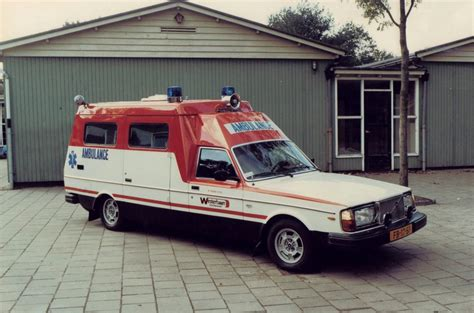 Lu Ambulance volvo s in the ambulance collection by editions atlas