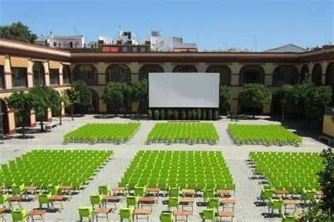 patio diputacion sevilla cine de verano en el patio de la diputaci 243 n de sevilla