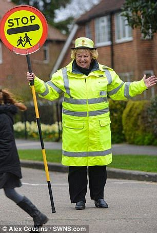 lollipop lady numbers fall by almost 1,000   daily mail online