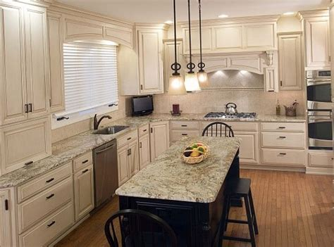 White Traditional Kitchen Cabinets Decoist Traditional White Kitchen Cabinets
