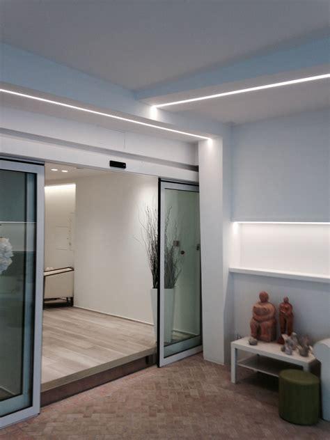 illuminazione a led controsoffitto progetti in cartongesso atrio hotel rimini con