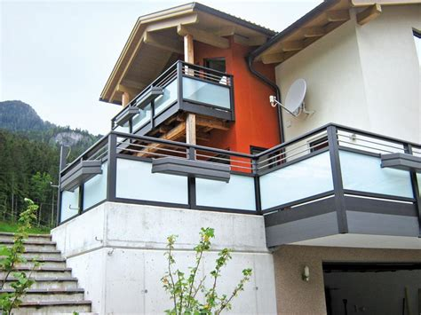 stiegengeländer holz preise balkongelnder edelstahl mit glas kosten balkongelnder