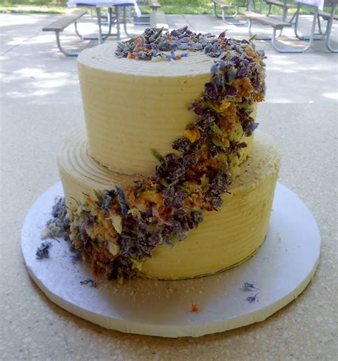 Wedding Cake Edible Flowers by Edible Flower Wedding Cake Cakecentral