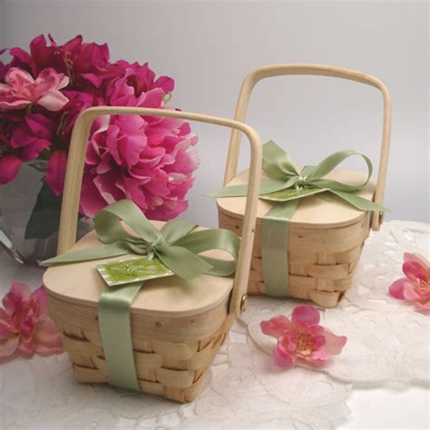 Wedding Favors Baskets by Gifts For Your Guests Wood Picnic Basket Wedding Favors