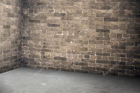 mattoni pavimento interno muro di mattoni vuoto e pavimento in cemento interno in
