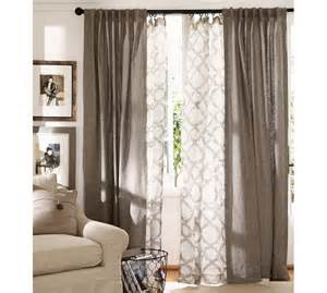 Hanging Living Room Drapes The Layered Drapes Solid Color For Top Layer And