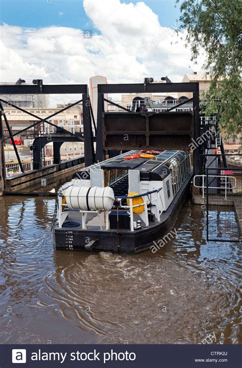 boat lift england anderton boat lift northwich cheshire england stock photo