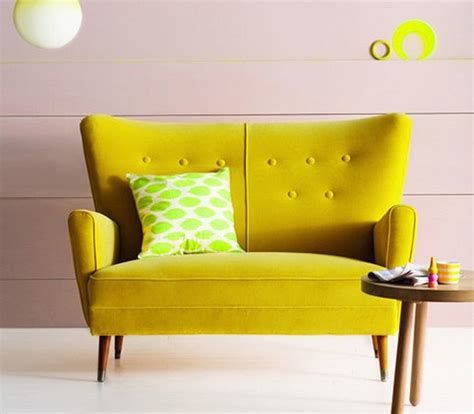 yellow sofa what color to paint the walls room decorating ideas home decorating ideas