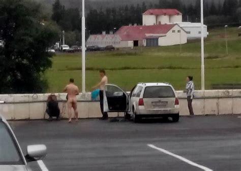 Nackt Auto Waschen by Tourists Enjoy Nude Iceland Car Wash Iceland Monitor