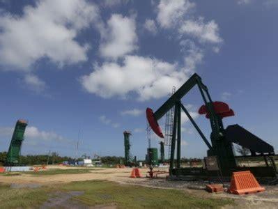 brent crude oil drops below $30 per barrel