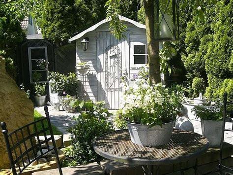 giardino country arredare un giardino in stile shabby chic per la primavera