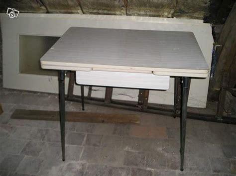 table de cuisine en bois avec tiroir wraste
