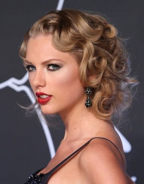 25 Flirty Flapper Hairstyles For The Best Vintage Glam Looks Modern Flapper Hair