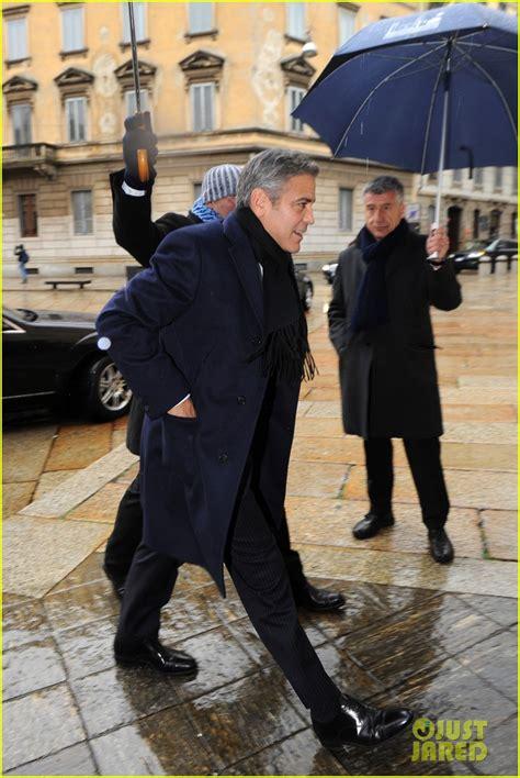 jean dujardin jimmy kimmel matt damon george clooney get personal umbrella holders