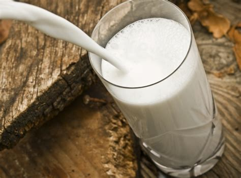 the amazing health benefits of drinking milk before bed