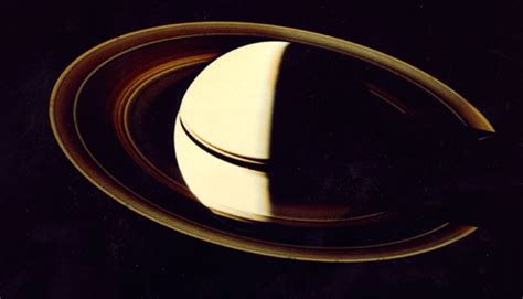 voyager pictures of saturn saturn voyager 2