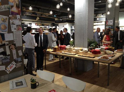 librerie feltrinelli a roma feltrinelli an arredamento negozi retail design news