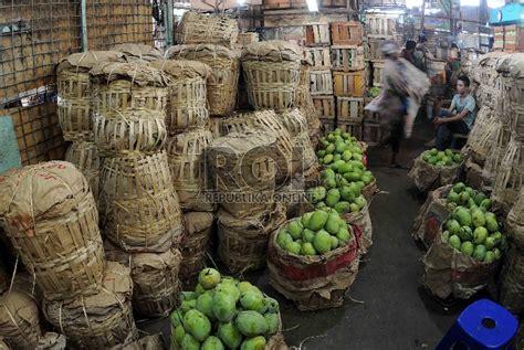 harga buah sayuran  kramat jati melonjak republika