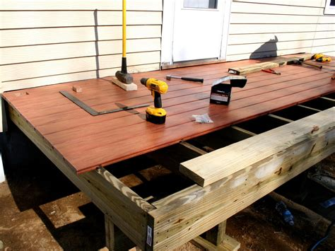 build  simple deck hgtv