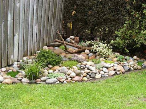 Small Garden Rocks Small Rock Garden Ideas Smalltowndjs