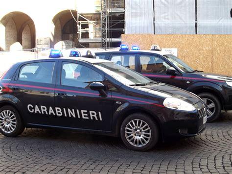 volante dei carabinieri controlli dei carabinieri chiusi una discoteca ed un