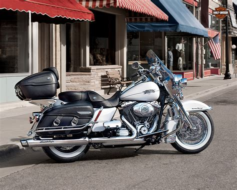 2013 Harley Davidson FLHRC Road King Classic Review