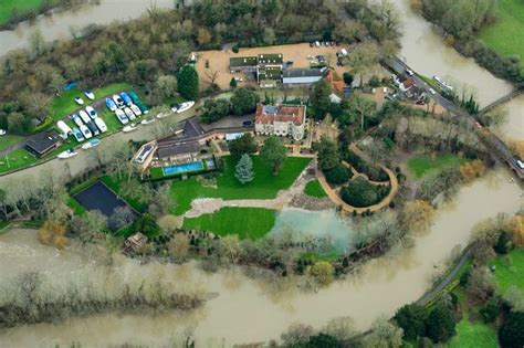 george clooney home george clooney s 163 10million mansion flooded as river thames bursts its banks mirror online