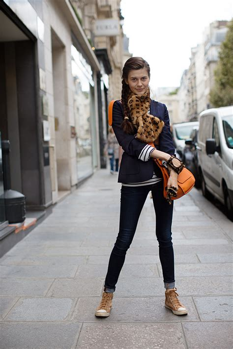 dress   french woman    p