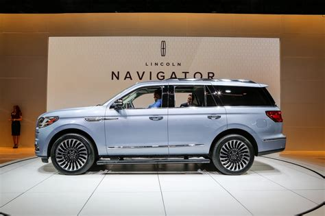 lincoln navigator 2018 lincoln navigator first look review motor trend
