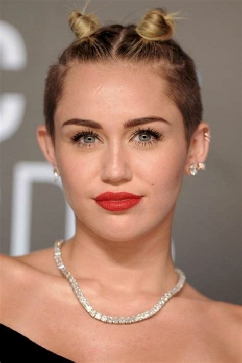 31 Stylish Miley Cyrus' Hairstyles & Haircut Ideas For You